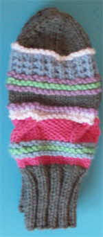 grey-patterned-mitts