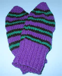 wool-mitts-violet-black-green